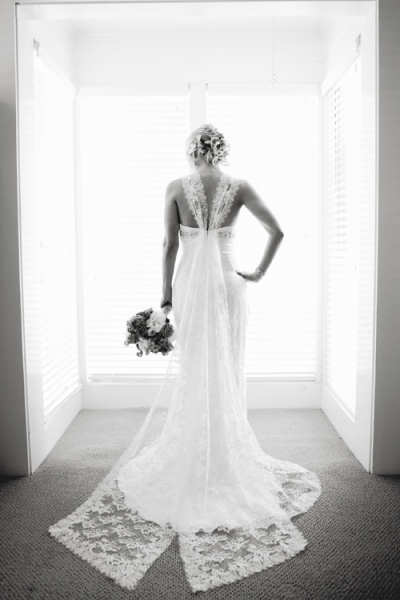 04romantic-garden-wedding-philadelphia-jwstudio-Monique-Lhuillier-gown