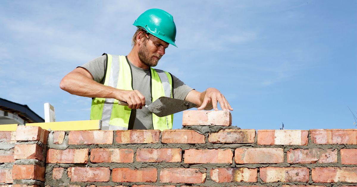 PROD-Builder-laying-bricks