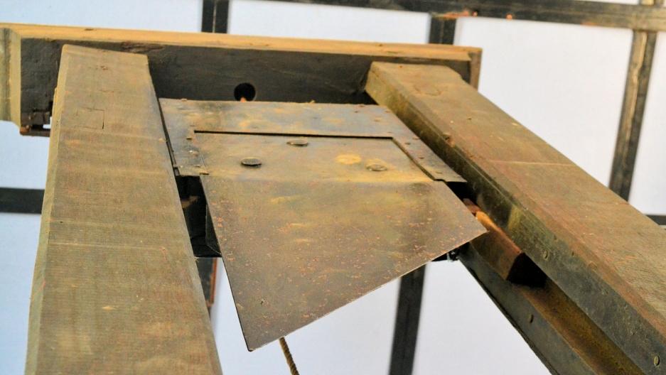 2019-10-16-guillotine